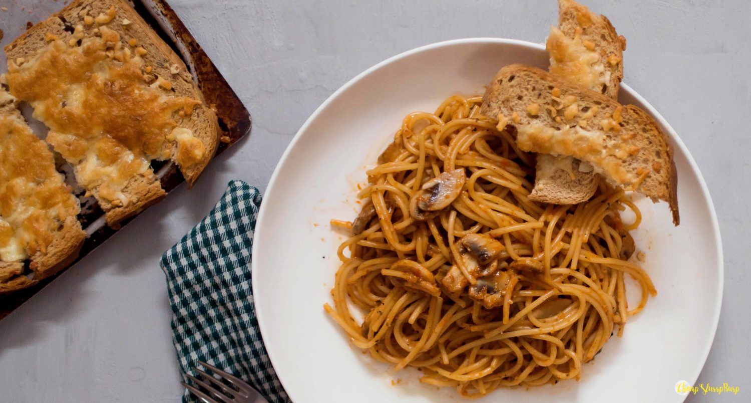 Roasted red bell pepper spaghetti with mushrooms