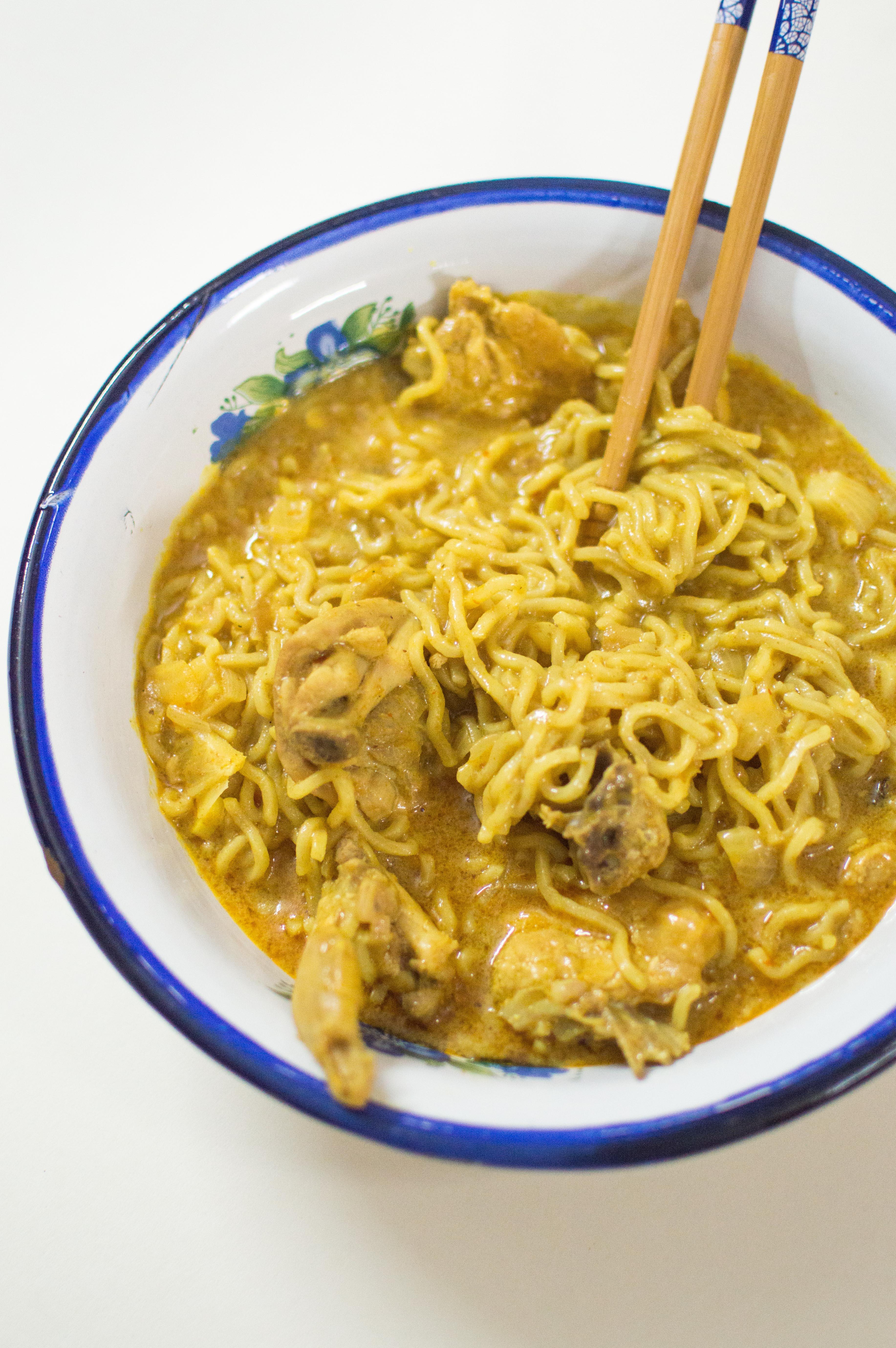 Thai curry noodle bowl (2)